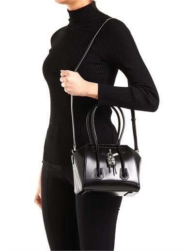 Givenchy Givenchy 101611427 25 X 15 Cm Çıkarılabilir Omuz Askılı Logo Detaylı Kulplu Kilit Detaylı Deri Kadın Çanta Siyah